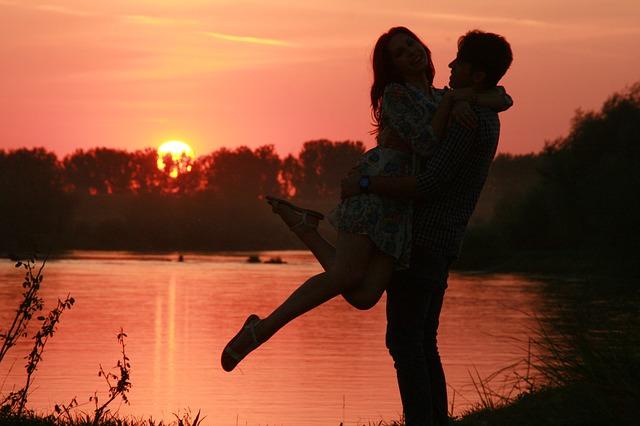 couple-915992_640