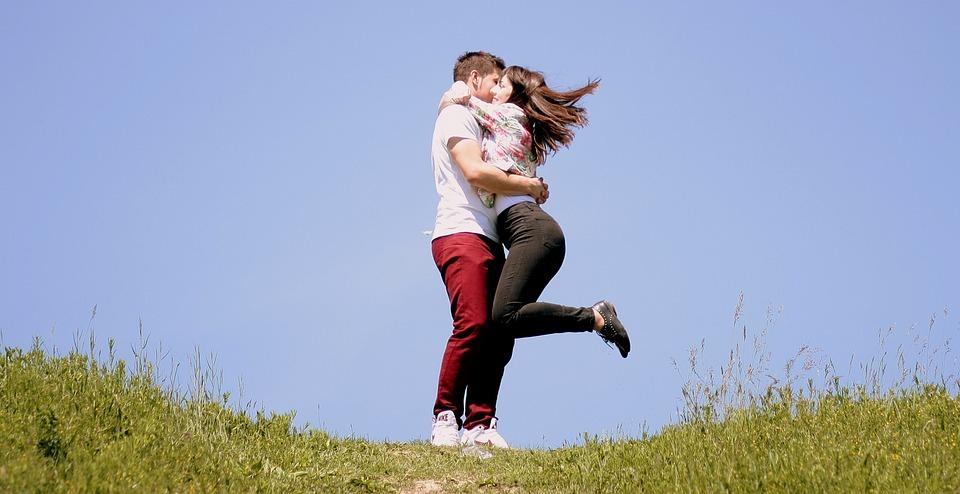 couple-1363982_960_720