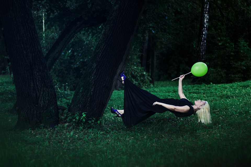 levitation-1333635_960_720