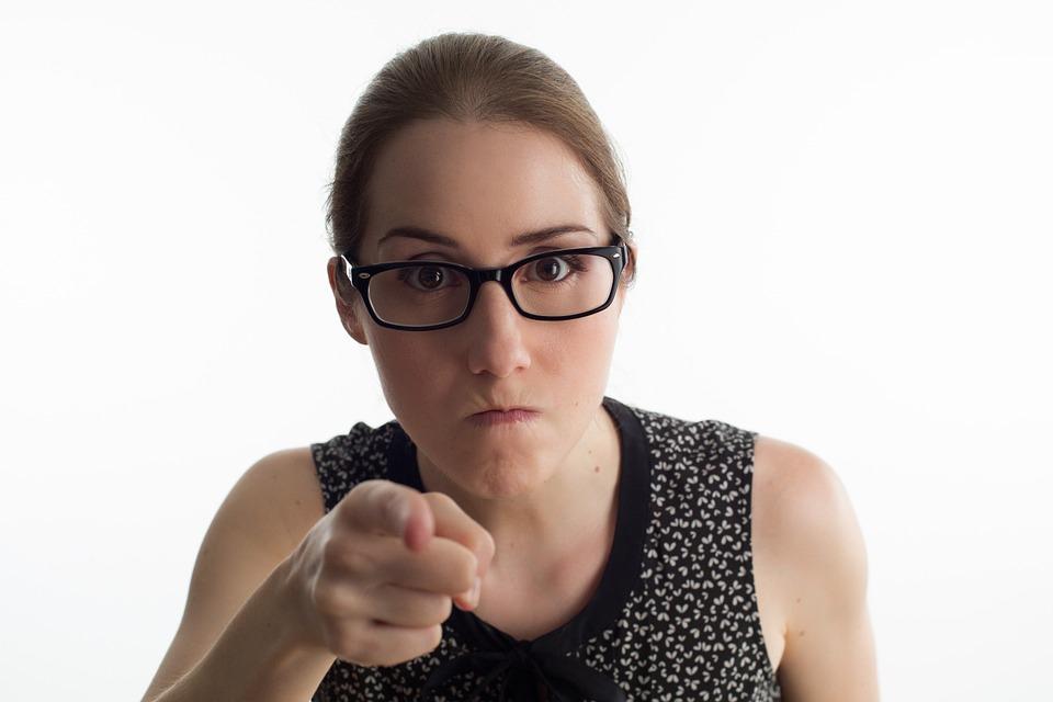 怒っている女性