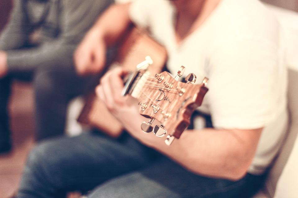guitar-407114_960_720