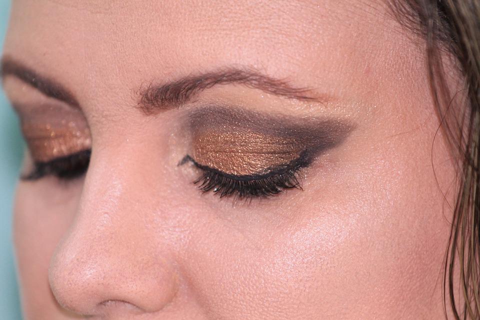 makeup-377618_960_720
