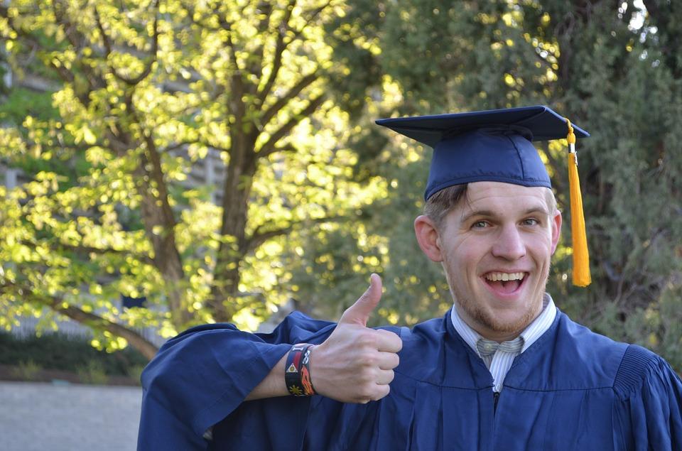 graduation-879941_960_720